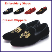 Wholesale New Hot Fashion Men Loafers Classic Velvet Embroidery Shoes Vintage Men s Flats Brand Mens Smoking Slippers Man Casual Shoes Black Red