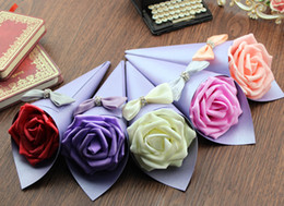 Wholesale Romantic Cone Shaped Candy Boxes With Paper Rose Ribbon Bow Diamond Decorated Papper Wedding Favor Holder Gift Party Boxes AM001