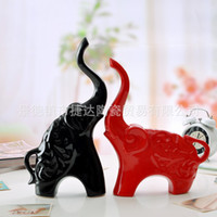 Wholesale Jingdezhen pottery ornaments decorations wedding gifts fashionable and beautiful red and black ceramic elephant lovers