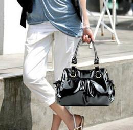 Promotion chaîne grand sac 2013 chaud vente à grande capacité coréenne noir blanc en cuir verni chaîne sac à main fourre-tout de l'OL la mode des sacs d'été des femmes