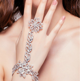Wholesale Vintage New Style Wedding Party Lady Bridal Bridesmaid Clear Crystal Rhinestone Diamond Silver Flowers Chain Bracelet With Ring Jewelry Gift