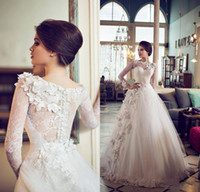 al por mayor de manga larga vestido de la princesa del cordón-Vintage Princess Lace Vestidos de novia 2017 Dubai árabe árabe hechos a mano Flores Vestidos de Baile con mangas largas por encargo de vestidos de boda largos