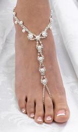 Las sandalias descalzas atractivas de la perla de la boda de playa del rhinestone, plata platearon la joyería nupcial de la muchacha de la flor de la dama de honor de la joyería del pie del pie nupcial buena calidad desde sandalias de perlas flores fabricantes
