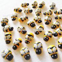 achat en gros de ornement en bois artisanat-300PCS / LOT, bois mini-jaune abeille autocollants, Fly réfrigérateur autocollant, 3D mur stickers.Kindergarden ornement, crafts.13x9mm bois, stickers muraux, En Stock