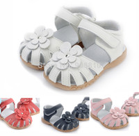 Wholesale Hot girls leather sandals in summer walker shoes with flowers antislip sole child kids toddler retail