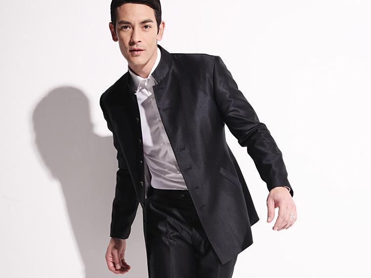 A mandarin collar or standing collar is a short unfolded stand-up collar style on a shirt or jacket. Mandarin collars start at the neckline and typically rise vertically two to five centimeters. Mandarin collars start at the neckline and typically rise vertically two to five centimeters.