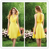 Wholesale LM Yellow Color Tulle Short Country Style Bridesmaid Dresses A Line Knee Length Sleeveless Crew Zipper Comfortable Grass Wedding Party Dress