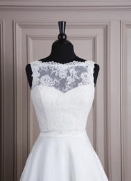 Wholesale Cheap Sleeveless White Lace Covered Button Autumn Style Wedding Jacket Bridal Bolero Jacket Wrap Shawl Prom Wedding Accessory
