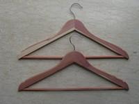 Wholesale Natural red cedar wooden hanger anti perspirant fragrance lasting wide shoulder hanger broadened