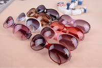 Glass Fashion Oval Wholesale - multicolor selling classic styles of sunglasses for women and men in the modern beach sunglasses multicolor diamond fashion sung
