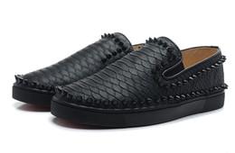 2016 красный восхождение Продажа! горячей новой нижней части человека черного серпантина, чтобы помочь полуботинки красные заклепки Спортивная обувь Мужчины Горные ботинки красный восхождение клиренс