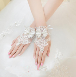 Wholesale 2014 New Arrival Bridal Gloves Bow Knot White Wrist Length Applique Beaded Lace Sparkling China Made In Stock Bridal Wedding Accessories