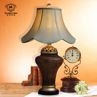 Wholesale EMS European retro nostalgia luxurious living room table lamp table lamp table lamp classic study furniture