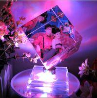 achat en gros de cadres ornement-Personnalisé Personnalisé LED coloré tournant cube de cristal photo cadre pour Noël décoration Anniversaire Saint Valentin cadeau décoration de mariage