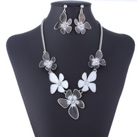Crystal, Rhinestone white flower oil - Vintage Black White Flower Necklace Earrings Jewelry Set Charm Pandent Colorful Oil Drip Flowers Pattern Party Accessories DM028