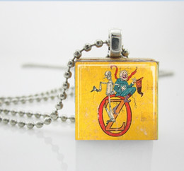 Wholesale Wizard of Oz Jewelry Emerald City Vintage Book Illustration Scrabble Tile Pendant with Ball Chain Necklace Included AA