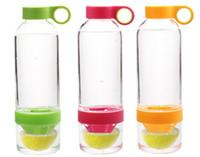 Wholesale 3 Colors Citrus Zinger Lemon Cup Fruit Infusion Water Bottles with Citrus Juicer