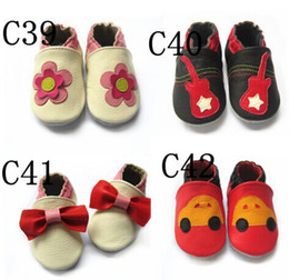 Wholesale HOT SALE Genuine leather Baby soft sole shoes Infant Booties shoes Baby Prewalker First walker shoes baby COW leather sandals bootie styles