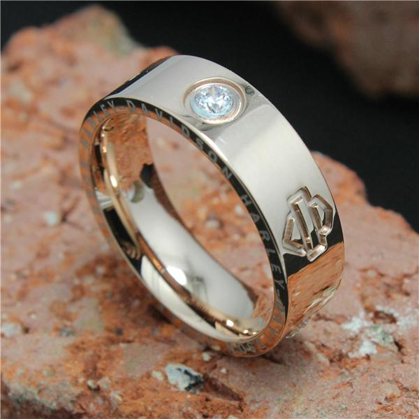 Hot Selling Rose Golden Crystal Motos Ring 316L Acier inoxydable Super qualité C