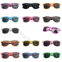 Wholesale Factory Sales Fashion Universal Classic Outdoors Colorful Shades Style Sunglasses Star s Favorite Hot Sale Sun Glasses