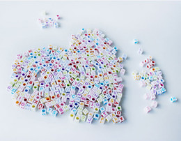 Wholesale 1000pcs mm White Base With Colored Alphabet Pony Beads Letter Beads Acrylic Cube Shape Beads For Loom Band Bracelet