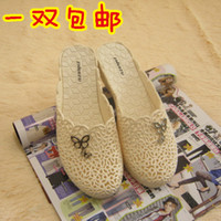 Wholesale Cutout breathable summer toe cap covering slippers women platform wedges slippers beach plastic slippers