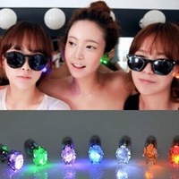 Christmas led button light - 500pc pair Night Light Diamond LED Earrings Bar Stage Dance Fashion ear Stud Earring Glow in Dark Button Ear for Party supplies Z106