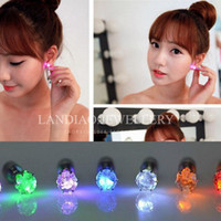 Wholesale 1000pc pair Night Light Diamond LED Earrings Bar Stage Dance Fashion ear Stud Earring Glow in Dark Button Ear for wedding Party Z106