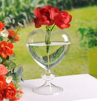 Wholesale Popular standing glass vases with heart shape design wedding party supply home decoration flower vases desktop glass pots planter new year