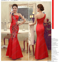 Wholesale Chinoiserie New Chinese Dresses One Shoulder Peacock Embroidery Mermaid Red Satin Evening Gown Vintage Cheongsam Floor Length DL1312802