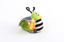2017 chaussettes lamaze hochet Gros-gratuit envoi hochet jouets de bébé Lamaze Jardin poignet Bug Rattle et chaussettes pieds Bebe garçons et filles accessoires de vêtements chaussettes lamaze hochet sortie