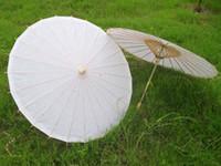 al por mayor chinese parasol-Nuevas sombrillas de papel blanco nupcial de la boda sombrilla paraguas de artesanía china diámetro de 33 pulgadas de color blanco mango largo envío de la gota