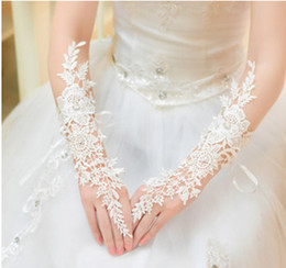 Wholesale FJ0076 Elegant The Bride Wedding Dress Gloves Luxury Diamond Cutout Lace Ivory Gloves Fingerless Gloves Wedding Accessories