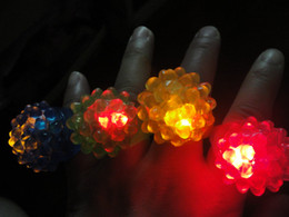 Wholesale Strawberry Glow Light Ring LED Flashing Finger Ring Bar DJ Rave Toys Light Up Elastic Rubber Blinking Ring Halloween Party