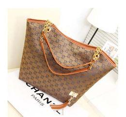 Wholesale Fashion New Women s Stripe Street bags Snap Candid Tote Shoulder Bag Z046