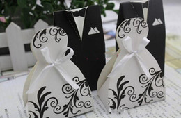 Wholesale Small Gift Bags Paper White and Black Bride Groom Dress Wedding Favours Candy Favor Holders Boxes can hold dove
