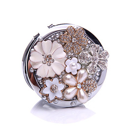 Wholesale Lucky Flower Pearl Cosmetic Mirror Rhinestone Beauty Compact Mirror Portable Make Up Mirror Romantic Love Gift HZ060