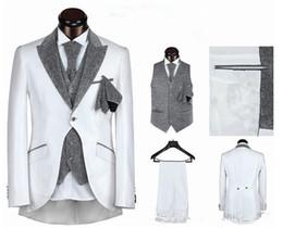 Trajes de la astilla en venta-Los juegos calientes del mens de la venta wedding a los hombres del juego del novio para casar un botón cinco pedazos de la astilla blanca negra