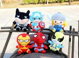 2014 Nueva Ariival Superhéroes el hombre de hierro de los vengadores de Spider-Man Wolverine batman Thor y el Capitán América versión Q del juguete de la muñeca de las muñecas de la felpa desde superhéroes juguetes de peluche fabricantes