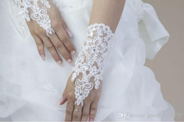 Wholesale White Ivory New Sexy fingerless gloves Hot Sale Wedding Bridal Gloves Accessory Beaded Lace Gloves