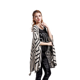 Wholesale Loose Maze Geometric Knitted Cardigan Cape Women Mosaic Tribal Cloak Sweater YG014 Casual Batwing Sleeve Poncho Coat Autumn Winter Fashion