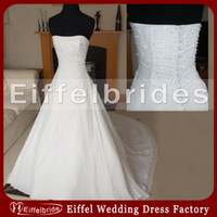 Wholesale Custom made Sparkly Crystal Beaded Wedding Dress with Sexy Slight Sweetheart Neckline and Embellished Covered Button Stunning Bridal Gowns