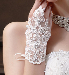 Wholesale New Elegant Fingerless Gloves Lace Up Wedding Bridal Gloves Accessory Beaded Lace Gloves Cheap