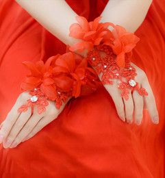 Wholesale Cheap Hot Sale Bridal Gloves Wedding Gloves Lace Beaded Floral Lace Up Wrist Length Wedding Evening Bride Accessory