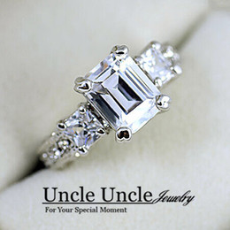 Wholesale 18K White Gold Plated Sparkly Austrian Zirconia Rhinestone Rectangle Luxury Lady Wedding Ring
