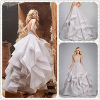 Wholesale Vintage Wedding Dresses Halter Ruffled Tulle Beaded Sweep Train Sleeveless A line Backless Floor Length Bridal Gowns dhyz