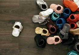 Wholesale Plain color baby maccasions larrigan shoes Genuine leather Baby soft sole shoes moccasin booties Infant TODDLERS shoes shoe fringe moccs