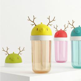 Cute Antlers Design Water Bottle Running Deer Series Cadeau pour enfants BPA Free Plastic Beverage Bouteille 12 Ounce with Straw à partir de bouteilles d'eau gratuits pour les enfants fabricateur