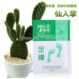 Wholesale 10pcs pairs Feet care exfoliating foot mask foot peeling Cactus extract socks for pedicure OEM cuticle remover