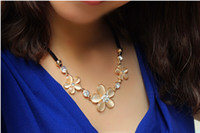 Cheap Free shipping 2014 new fashion jewelry accessories Three flower crystal diamond pendant with chain necklace skin